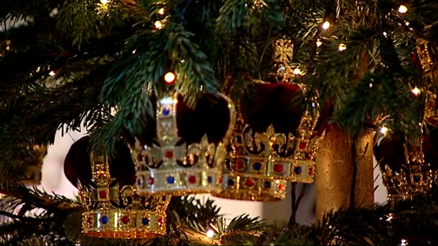 gvs of range of royal wedding china and interview england london mall with christmas tree crown decorations on christmas tree gv christmas tree gvs... - buckingham palace stock-videos und b-roll-filmmaterial