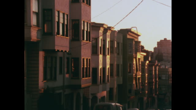vídeos de stock e filmes b-roll de gvs of steep san francisco residential streets - 1970 1979
