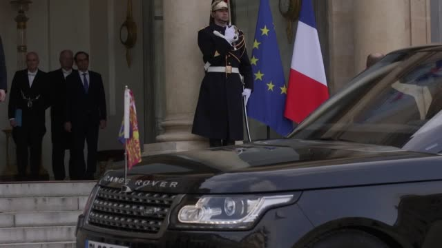 gvs of the duke and duchess of cambridge receiving a warm gallic welcome from france's president francois hollande as their official trip to paris... - françois hollande stock videos & royalty-free footage