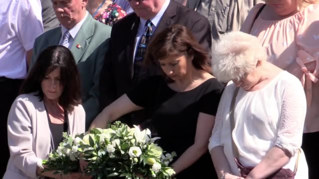vídeos de stock e filmes b-roll de gvs of the minute's silence from south shields the home town of chloe rutherford and liam curry people gathered on the town hall steps for the... - town hall