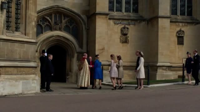 gvs of the royals arriving at st george's chapel windsor castle for the easter service attendees include the duke and duchess of cambridge princess... - 礼拝点の映像素材/bロール