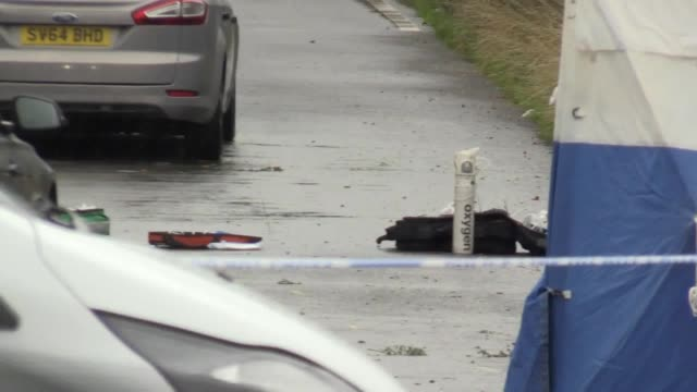 gvs of the scene at the junction of ufton lane and lambdens hill in berkshire where a police officer was killed while attending a reported burglary... - newbury west berkshire stock-videos und b-roll-filmmaterial