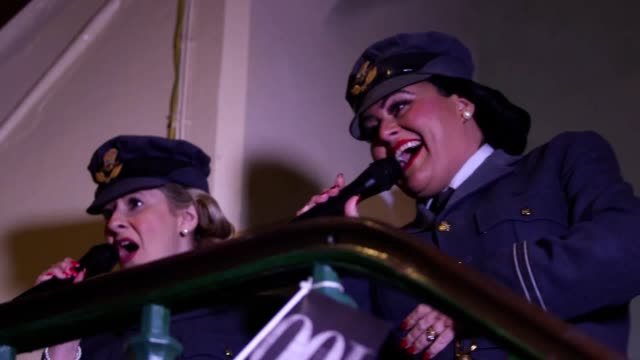 vídeos de stock, filmes e b-roll de gvs of the swingtime sweethearts singing at south foreland lighthouse and world war two veterans, reenactors and dignitaries giving a salute to dame... - reconstituição histórica