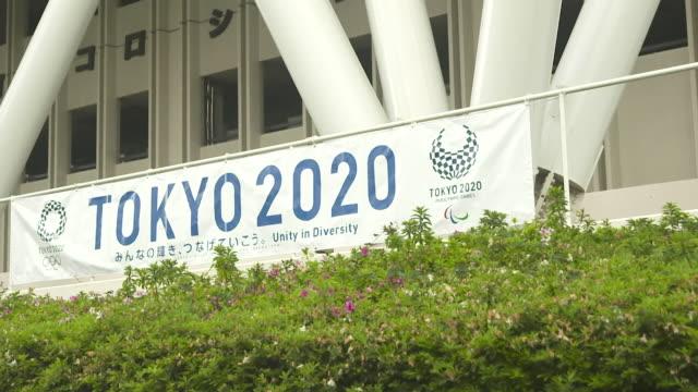 gvs of tokyo 2020 olympics sign in tokyo, japan - オリンピック大会点の映像素材/bロール