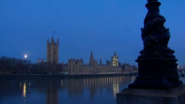 gvs of westminster and houses of parliament at night on the day the brexit trade deal with the eu was signed - twilight stock videos & royalty-free footage