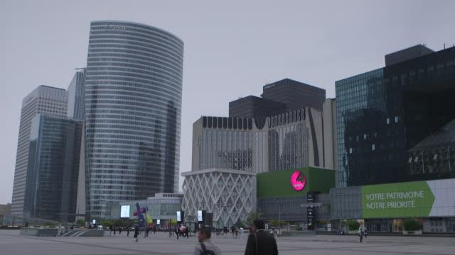 """vidéos et rushes de gvs skyscrapers in la defense business district paris - """"bbc news"""""""