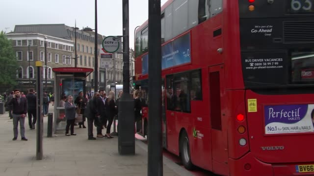 stockvideo's en b-roll-footage met gvs traffic and gvs at king's cross and warren street stations / gvs of inner london crown court thomas's school england london king's cross st... - station london king's cross