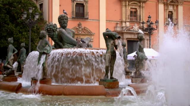 gvs turia fountain in the plaza de la virgen, valencia - square stock videos & royalty-free footage