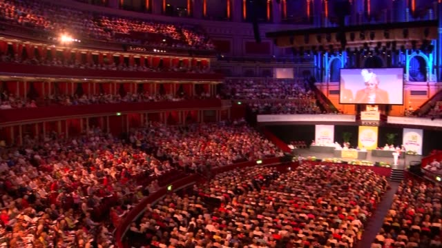 vídeos de stock, filmes e b-roll de gvs women's institue centenary agm at royal albert hall england london royal albert hall int gvs interior of hall with agm in progress speaker and... - royal albert hall