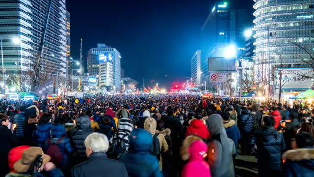 gwanghwamun square peaceful candlelight protest against president park geun hye to resign (one of the largest anti-government protests in korea) - demokratie stock-videos und b-roll-filmmaterial