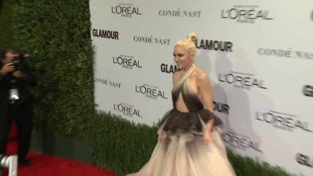gwen stefani at glamour's 2016 women of the year at neuehouse hollywood on november 14, 2016 in los angeles, california. - gwen stefani stock videos & royalty-free footage