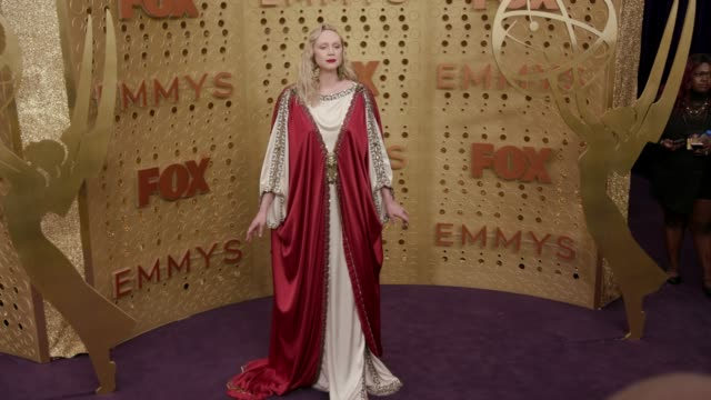 stockvideo's en b-roll-footage met gwendoline christie at the 71st emmy awards - arrivals at microsoft theater on september 22, 2019 in los angeles, california. - emmy awards