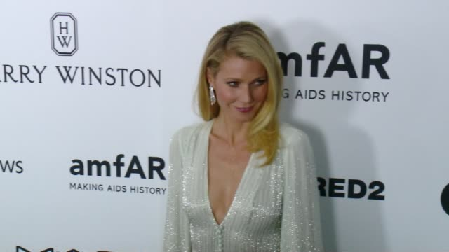 vídeos de stock e filmes b-roll de gwyneth paltrow at amfar's inspiration gala los angeles 2015 in los angeles, ca 10/29/15 - 2015