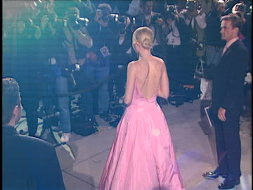 stockvideo's en b-roll-footage met gwyneth paltrow at the academy awards vanity fair party 99 at mortons, west hollywood in west hollywood, ca. - 1999