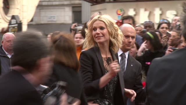 gwyneth paltrow at the iron man london premiere at london . - 首映 個影片檔及 b 捲影像