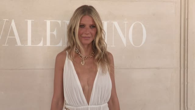 vidéos et rushes de gwyneth paltrow at the photocall for the valentino fall winter 2020 haute couture fashion show in paris paris france on wednesday july 3 2019 - actrice