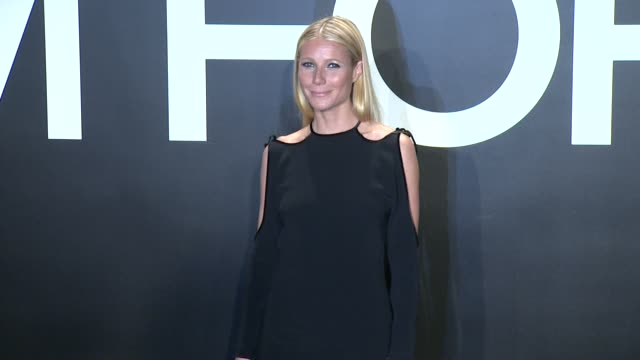 stockvideo's en b-roll-footage met gwyneth paltrow at tom ford presents his autumn/winter 2015 womenswear collection at milk studios on february 20 2015 in los angeles california - dameskleding