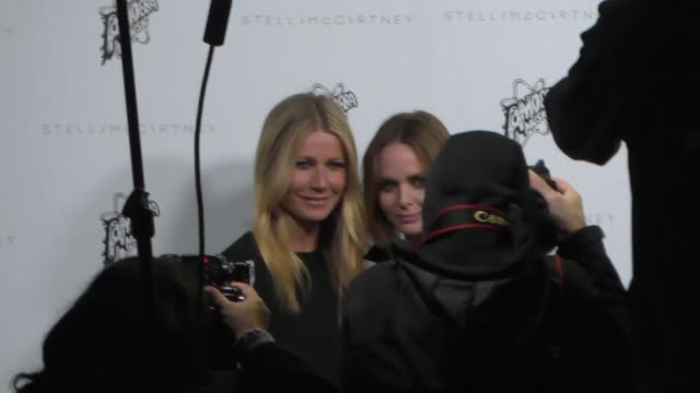 gwyneth paltrow stella mccartney arrives to the stella mccartney autumn 2016 presentation at amoeba records in hollywood in celebrity sightings in... - stella mccartney marchio di design video stock e b–roll