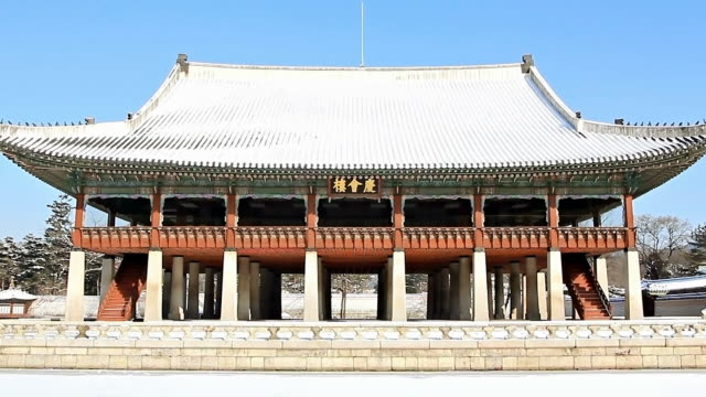 ms zi gyeonghoeru pavilion at gyeongbokgung royal palace / seoul, south korea - pavilion video stock e b–roll