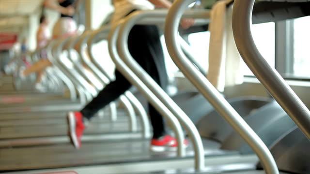 vídeos de stock e filmes b-roll de gym treadmill fitness exercise - movimento perpétuo
