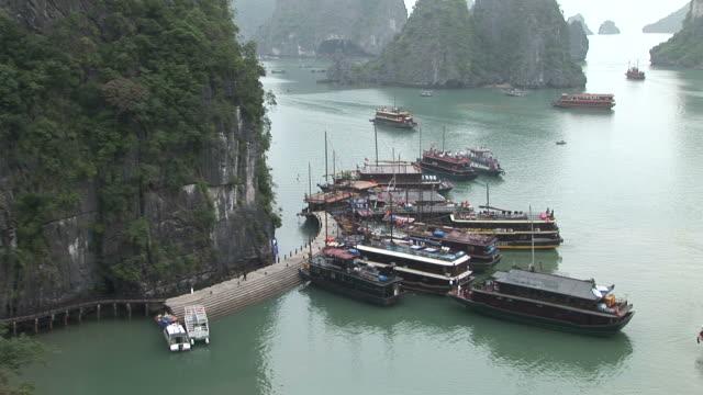 ha long bay, vietnamview of a boat dock in ha long bay vietnam - kryssa bildbanksvideor och videomaterial från bakom kulisserna