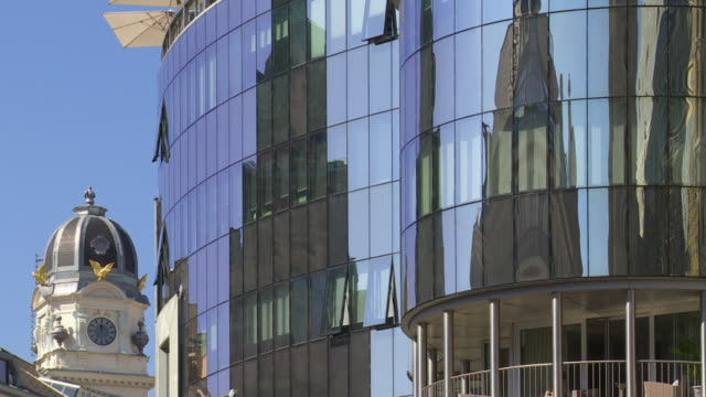 CU PAN Haas House Building in Vienna Mirroring at the Adjacent Stephansdom Cathedral