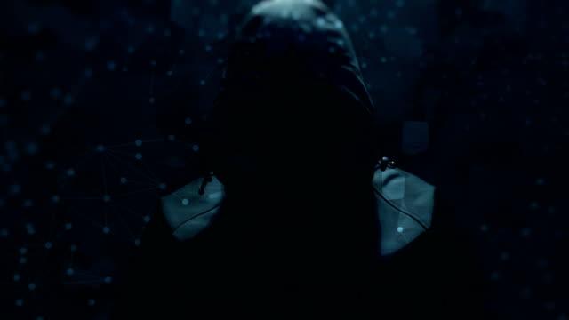vídeos de stock, filmes e b-roll de computador de hacking - casaco com capuz