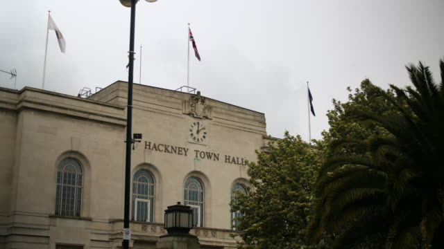 hackney town hall on overcast day - rathaus stock-videos und b-roll-filmmaterial