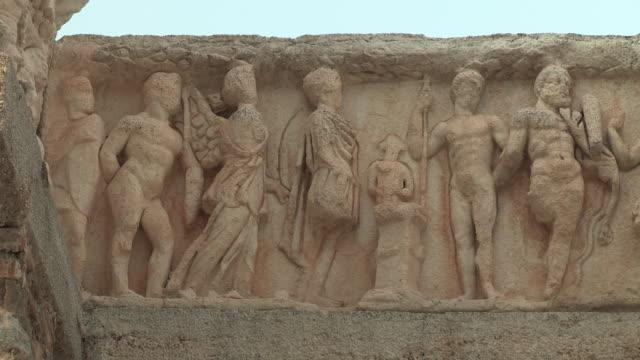 hadrian's temple, ephesus, turkey - weibliche figur stock-videos und b-roll-filmmaterial