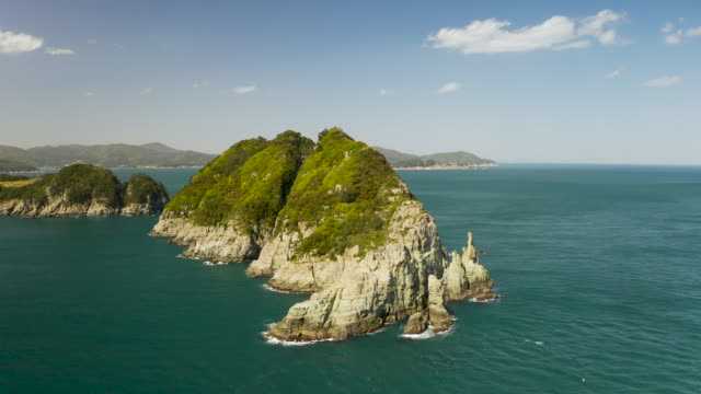 stockvideo's en b-roll-footage met haegeumgang island, hallyeohaesang national park / geoje-si, gyeongsangnam-do, south korea - rotsmuur