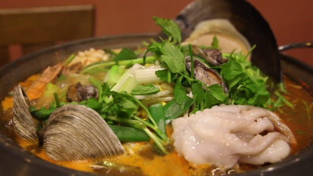 haemul jeongol (seafood hot pot) being on the boil (korean food), jeju island - mollusco video stock e b–roll