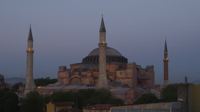 ws hagia sophia at dusk / istanbul,turkey - minaret stock videos & royalty-free footage