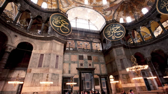 hagia sophia (ayasofya) interior hyperlapse in istanbul - basilica video stock e b–roll