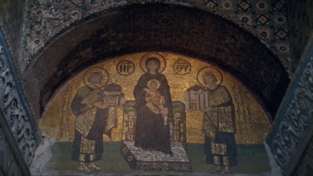 vidéos et rushes de cu hagia sophia, mosaic of virgin & child flanked by justinian i & constantine i / istanbul - byzantin