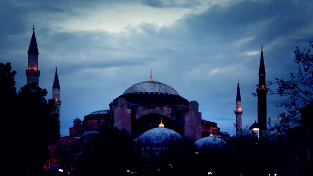 stockvideo's en b-roll-footage met hagia sophia time lapse istanbul - d day