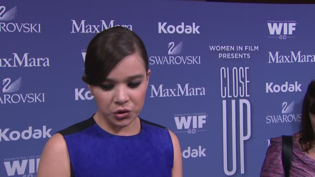 stockvideo's en b-roll-footage met interview hailee steinfeld on how its feels to be receiving this honor why wif is an important organization the advice for young women trying to... - beverly hilton hotel