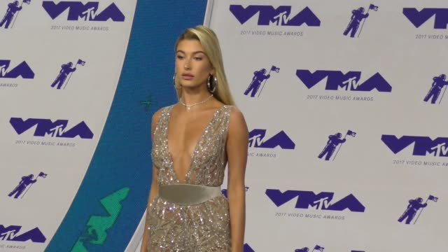hailey baldwin at the 2017 mtv video music awards at the forum on august 27 2017 in inglewood california - inglewood stock videos & royalty-free footage