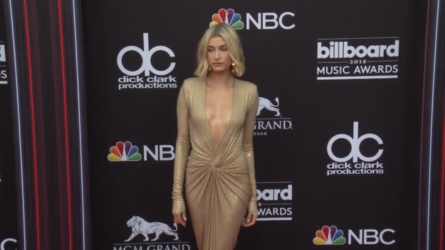 hailey baldwin at the 2018 billboard music awards arrivals on may 20 2018 in las vegas nevada - hailey rhode bieber stock videos & royalty-free footage