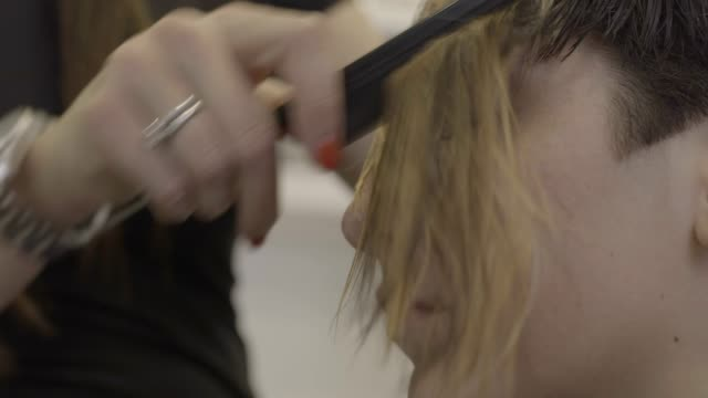 hair dying highlights and brushing - highlights hair stock videos & royalty-free footage