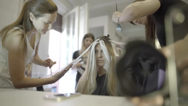 hair dying - highlights hair stock videos & royalty-free footage