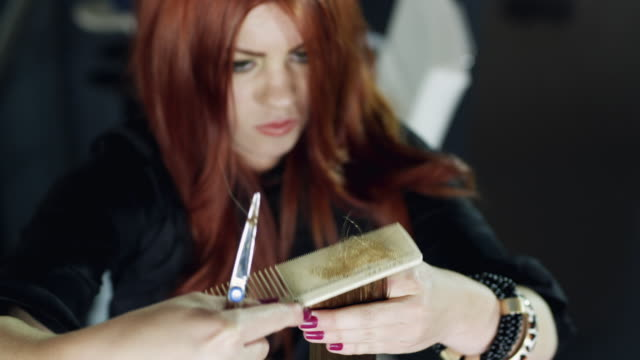 cu pan hair stylist at work / lehi, utah, usa - lehi stock-videos und b-roll-filmmaterial