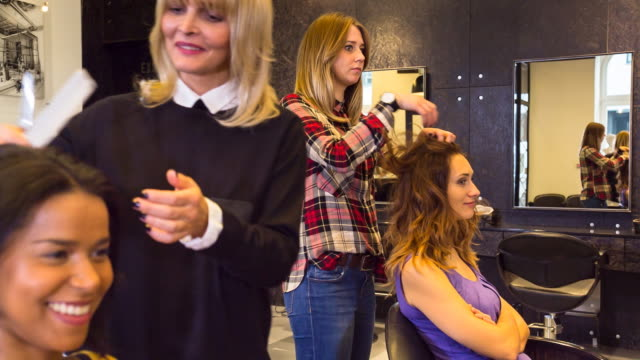 MS Hairstylists cutting customer´s hair in salon