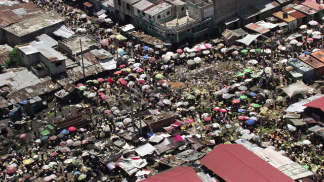 haiti: port-au-prince marketplace wide shot - ハイチ点の映像素材/bロール