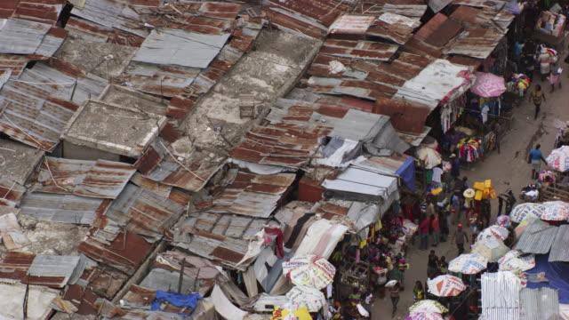 stockvideo's en b-roll-footage met haiti: port-au-prince marketplace wide shot - haïti
