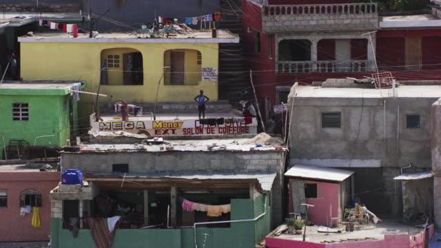 stockvideo's en b-roll-footage met haiti: shanty town jalousie, close up - haïti