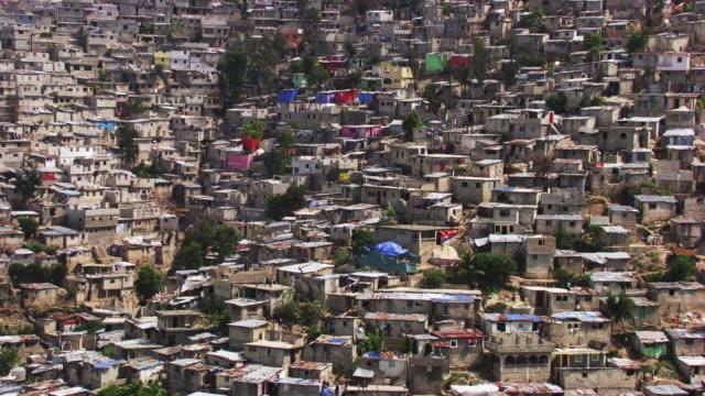 stockvideo's en b-roll-footage met haiti: shanty town jalousie - haïti