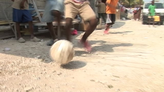 vídeos de stock e filmes b-roll de haitian children playing football at shelter following devastating earthquake haiti 11 march 2010 - hispaniola