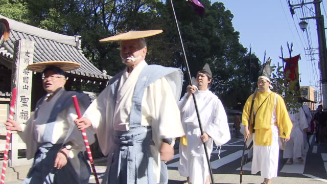 hakata okunchi festival is a traditional thanksgiving festival which has been held for more than 1200 years at kushida shrine in hakata fukuoka japan... - 牛車点の映像素材/bロール