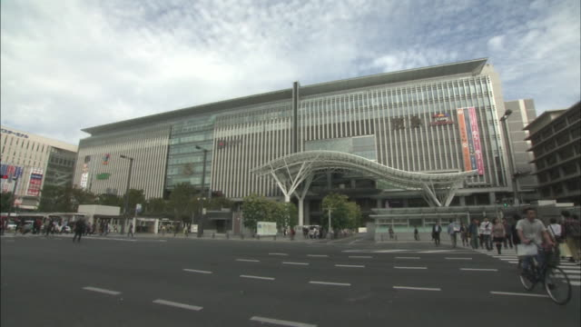 hakata station is a major railway station in southern japan it serves as a gateway to kyushu and is the terminus of kyushu railway west japan railway... - kyushu shinkansen stock videos & royalty-free footage