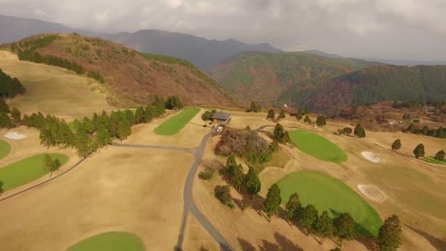 hakone yunohana golf course, japan in autumn - ゴルフ場点の映像素材/bロール